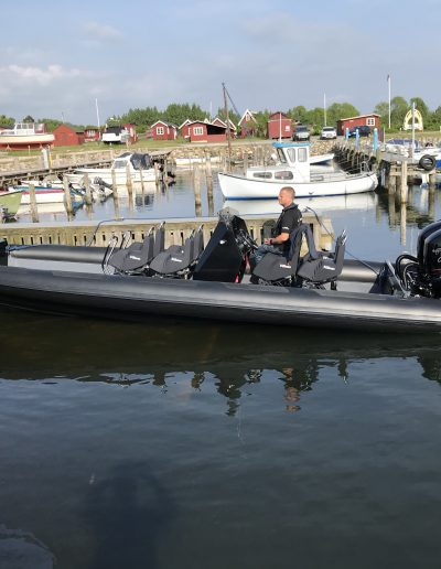 ravenrib Commercial with 4 seats